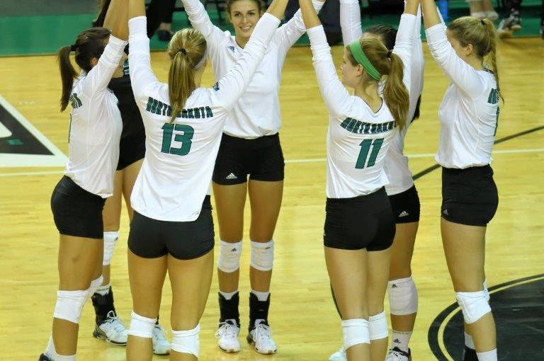RUSS HONS: Photo Gallery —Women's Volleyball, University Of North Dakota Vs. University of Nebraska-Omaha