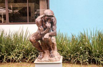 O pensador (reprodução Rodin)