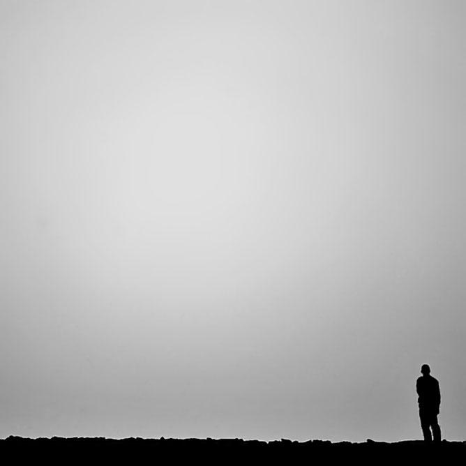 Egy ember szemben asz ürességgel