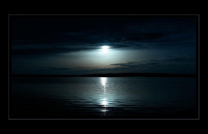 Ezüsthíd a hold fényében.
