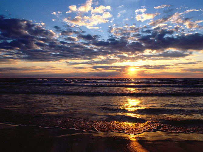 Naplemente a tengernél.