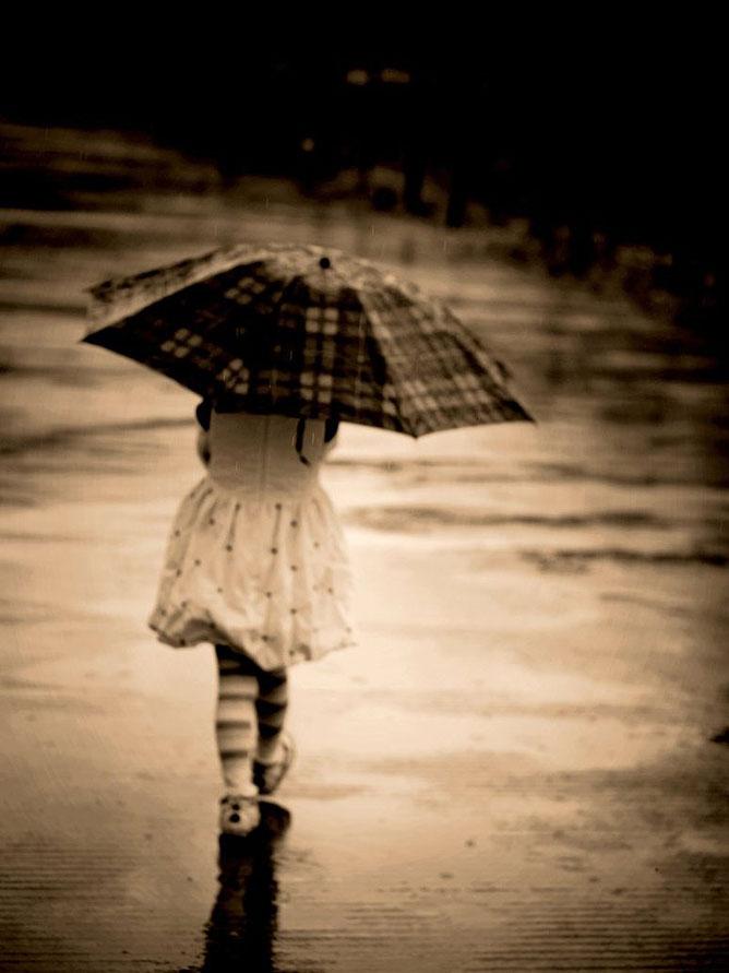 Lány az esőben.