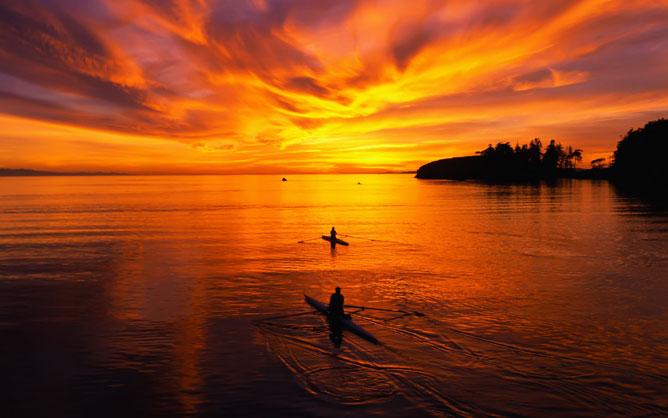 Utazás az aranyló vízen.