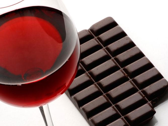 Vörösbor és csokoládé.