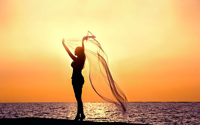 beach-sunset-girl-silhouette.
