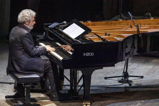 """1Nicola Piovani live Nicola Piovani a """"... conta la musica"""" con """"La musica è pericolosa"""""""