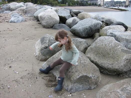 08 gwen on rock