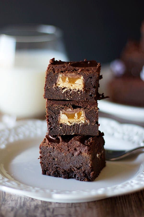 These Surprise Snickers Stuffed Brownies will wow your crowd! They look like usual brownies but when you bite into them, there is a peanut party!