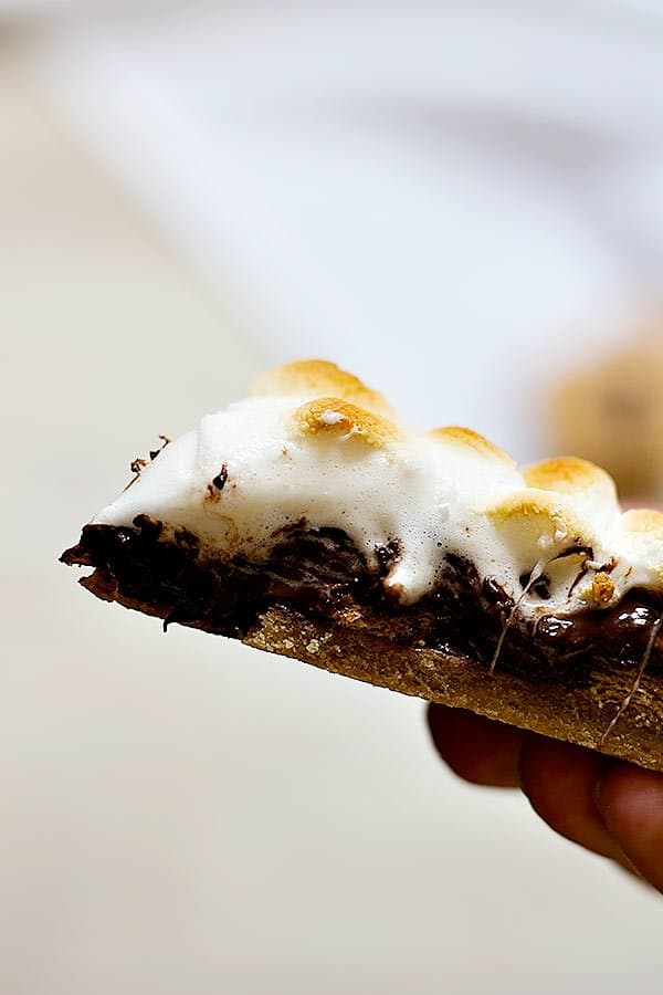 Smores-Galette-2-600pxS'mores are delicious in any shape or form. Make this super easy S'mores Galette with graham cracker crust and enjoy a wonderful summer!