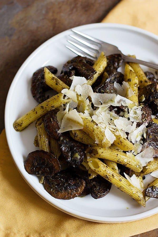 For an easy dinner, make this delicious mushroom pesto penne. Dinner has never been easier than this!
