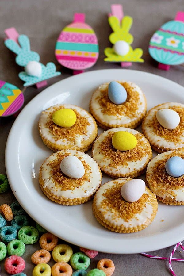 A last minute Easter treat, these No Bake Egg Nest Cookies are so easy that you can make them with your little ones!