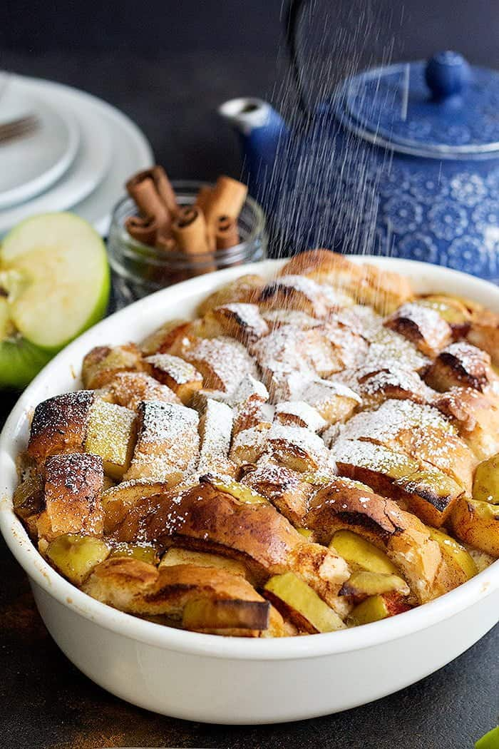 Make your mornings bright and tasty with this Apple Cinnamon French Toast Bake that is full of fall flavors. It has the flavors of an apple pie with the texture of French toast!