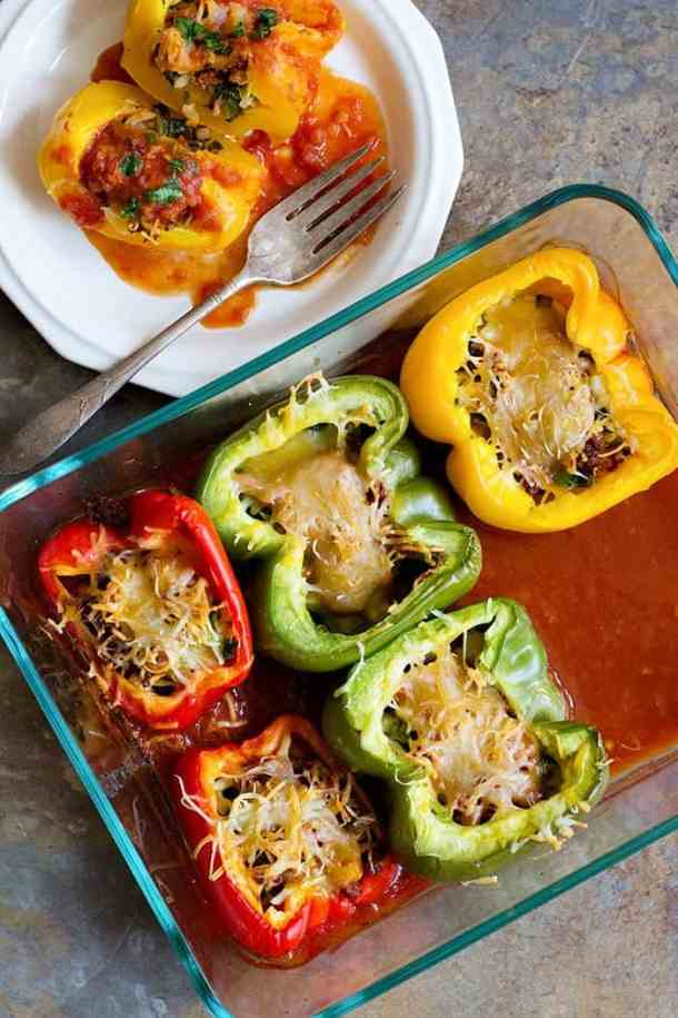 These Spicy Stuffed Peppers are perfect for weeknights. From unicornsinthekitchen.com #weeknightdinner
