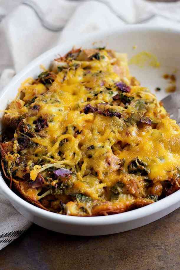 This is The Best Vegetable Strata Recipe ever. From unicornsinthekitchen.com #brunch #strata