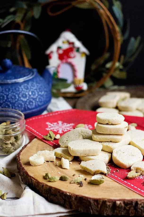 Cardamom Shortbread Cookies - These shortbread cookies have a Middle Eastern twist!