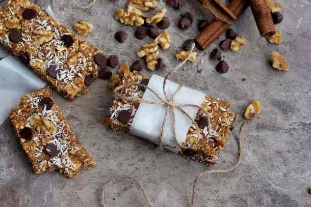This granola bar recipe is a simple one that's perfect for breakfast or just a snack.