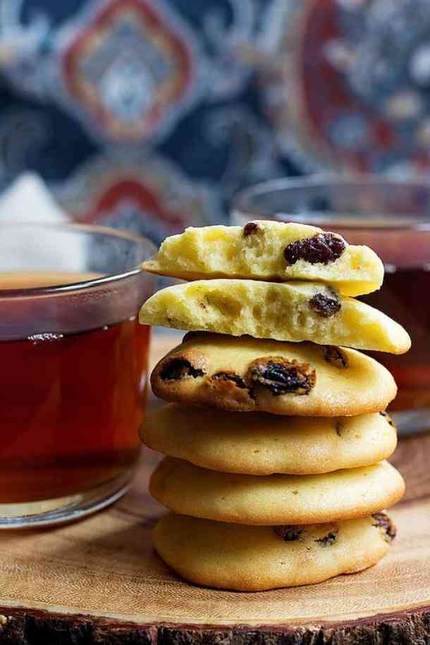 Raisin Cookies made Persian style are easy and simple cookies that are ready in no time and are perfectly sweet.