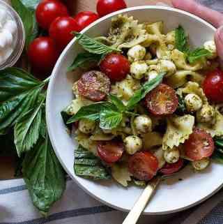 The Best Caprese Pasta Salad