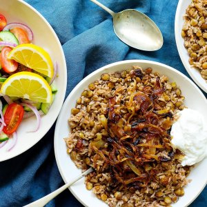 Mujadara – Lebanese Lentils and Rice with Crispy Onions