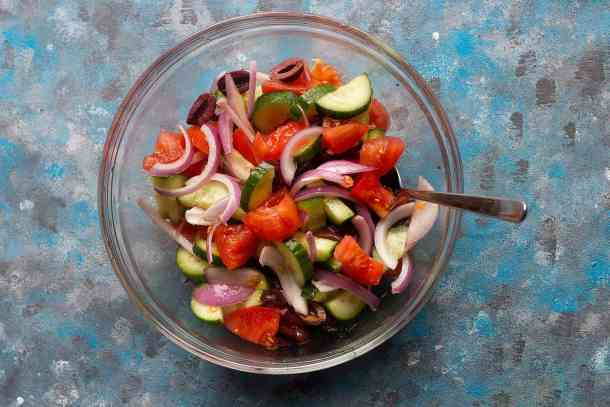 Mix all the vegetables in a bowl and season with salt, pepper and oregano.