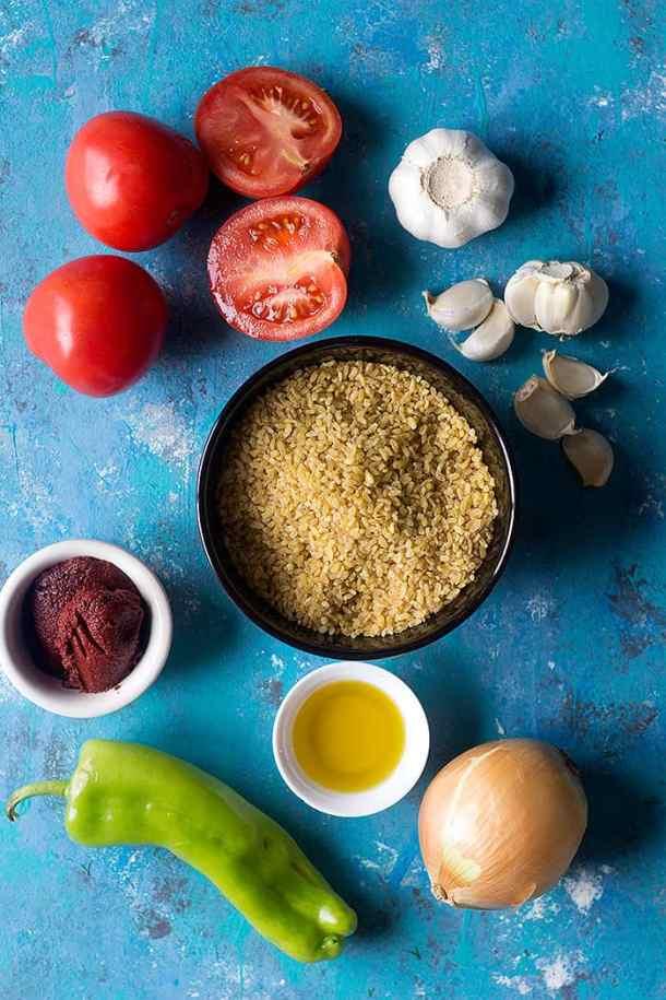 To make turkish bulgur you need bulgur, olive oil, onion, tomatoe, pepper, tomato paste and garlic.