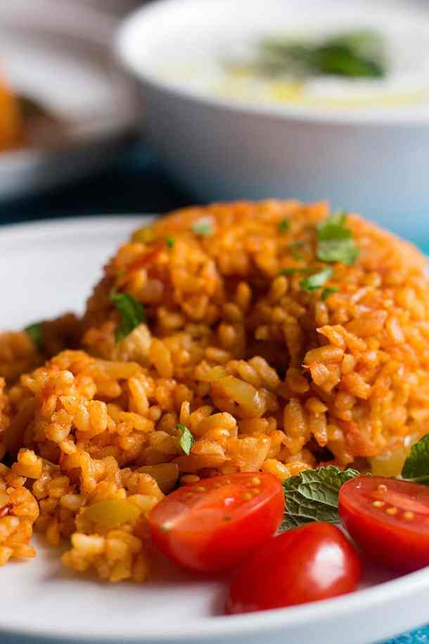 cooked Turkish bulgur on a plate.