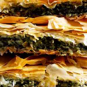 Easy Spanakopita Recipe (Greek Spinach Pie)