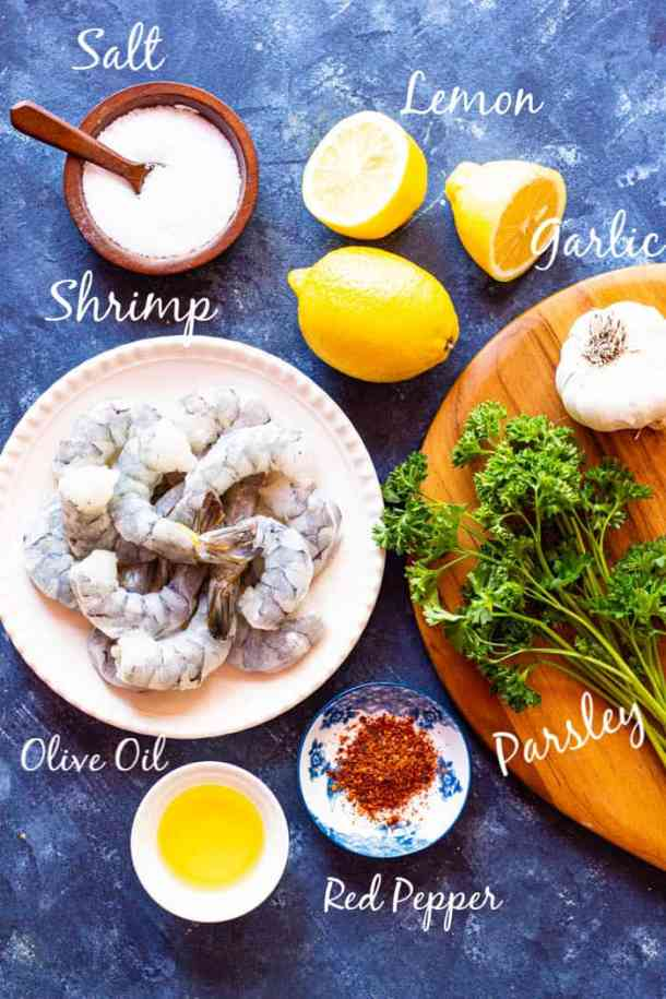 To make this recipe you need olive oil, garlic, shrimp, red pepper flakes, lemon and parsley.