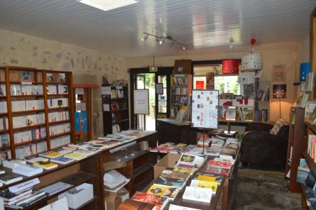 la-dame-blanche_cafe-librairie_morbihan_port-louis (6)