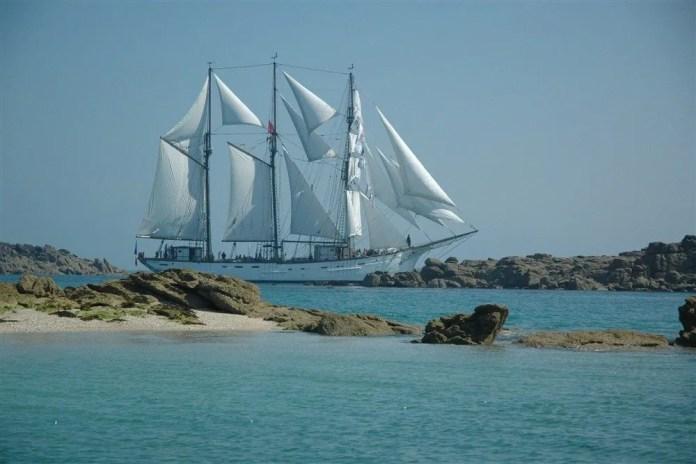 Navigation dans l'archipel de Chausey à bord du Marité Granville