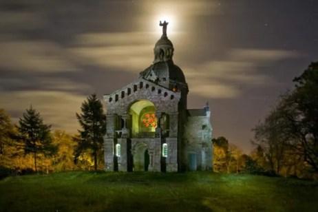 Cette chapelle située à Berné est surnommée le Montmartre breton