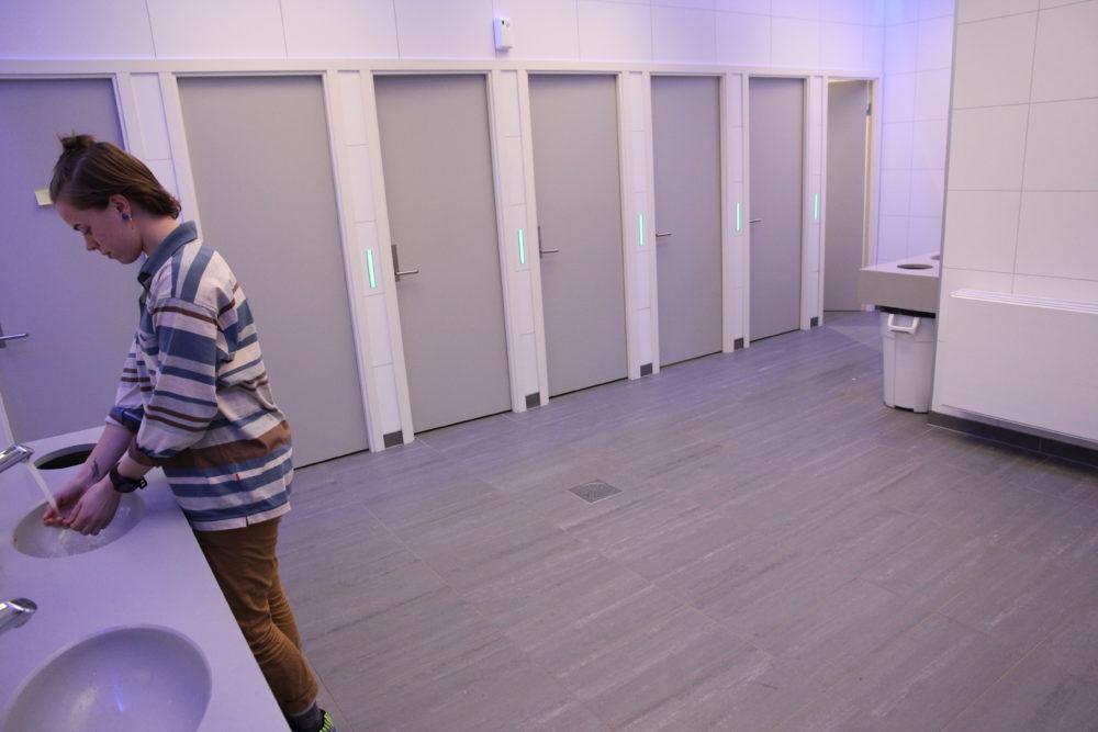 Når kunsten erobrer toalettet