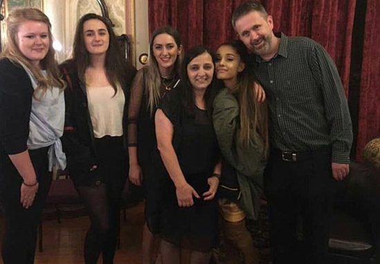 Ariana Grande Meets Families Of People Killed In Manchester Terror Attack ariane vist web