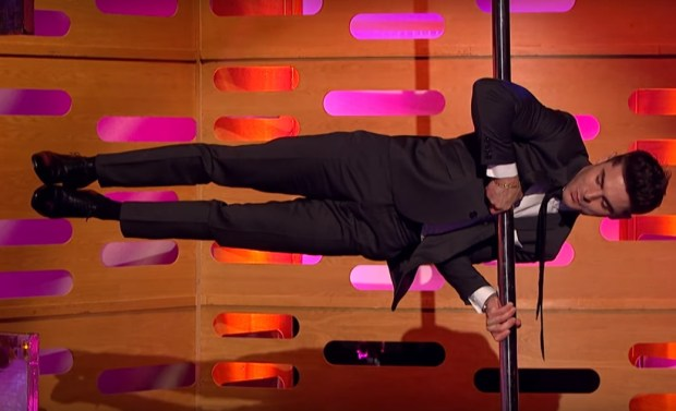 Graham Norton Got Zac Efron To Pole Dance And It Was Incredible zac pole 1 1