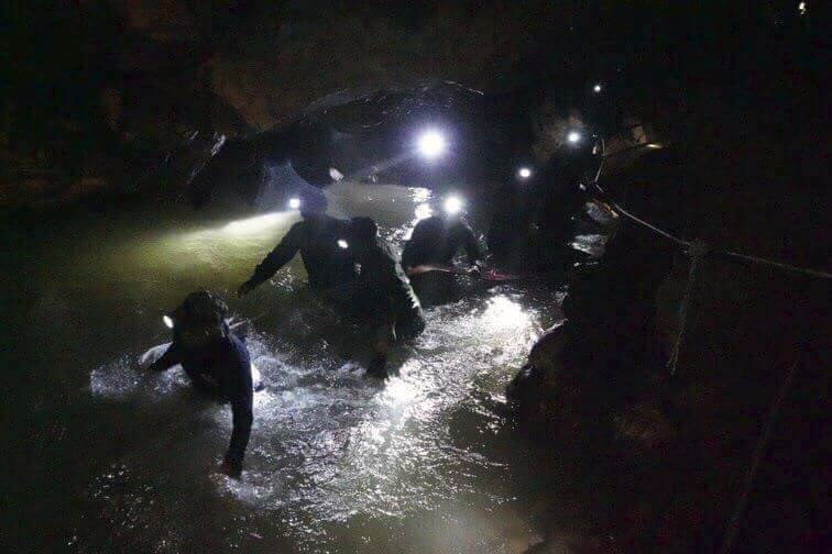 Never Forget Saman Gunan, The Diver Who Died Saving The Boys Trapped In Cave thaicave2PA