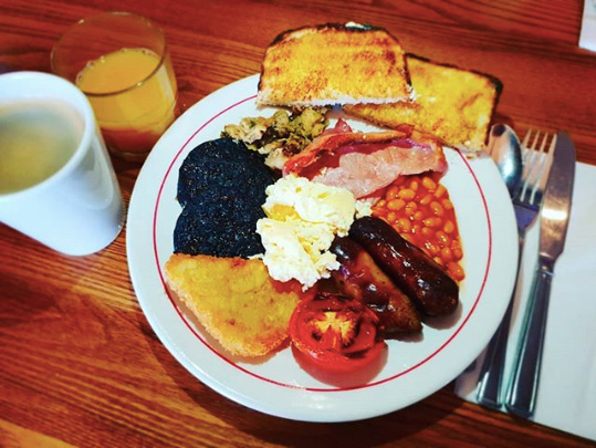 You Can Now Buy A Full English Breakfast In A Yorkshire Pudding breakfast mr dannyjones insta