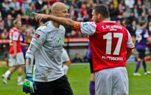 Aue's keeper: slow goal kicks and a tad aggressive