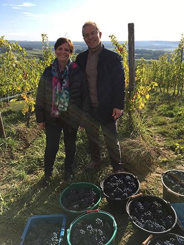 Thibault Bazin et Corinne Lalance après la récolte