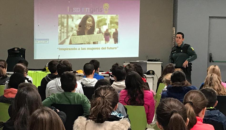 La vocal de igualdad de UnionGC imparte una  conferencia sobre igualdad a menores en Alicante