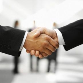 b2B e-commerce shaking hands
