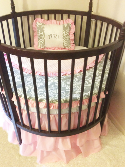 Why Round Cribs Are Ideal For A Small Baby Boy Or Girl
