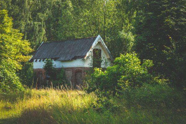 abandoned architecture country 1729156 Casa bunicilor și conceptul unic în România: Vindem-Ieftin