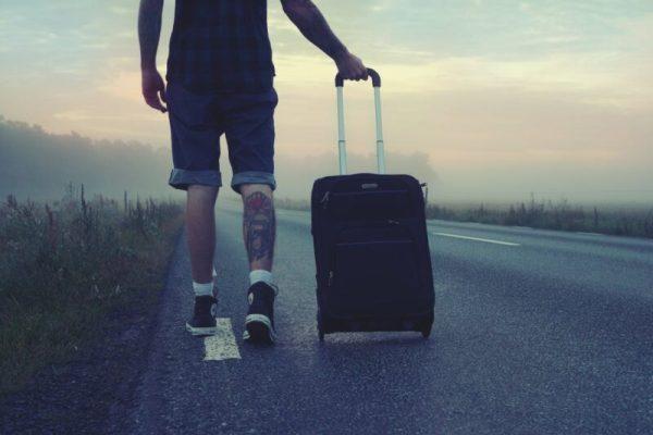 hiker traveler trip travel 160483 Se spune că ... Obiceiuri şi superstiții
