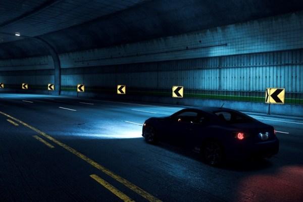 aventură - mașină în tunel