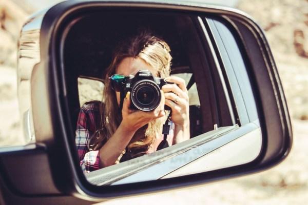 Photographer in Car ggzmYN3xIurH 800 Călătorie și aventură pe patru roți