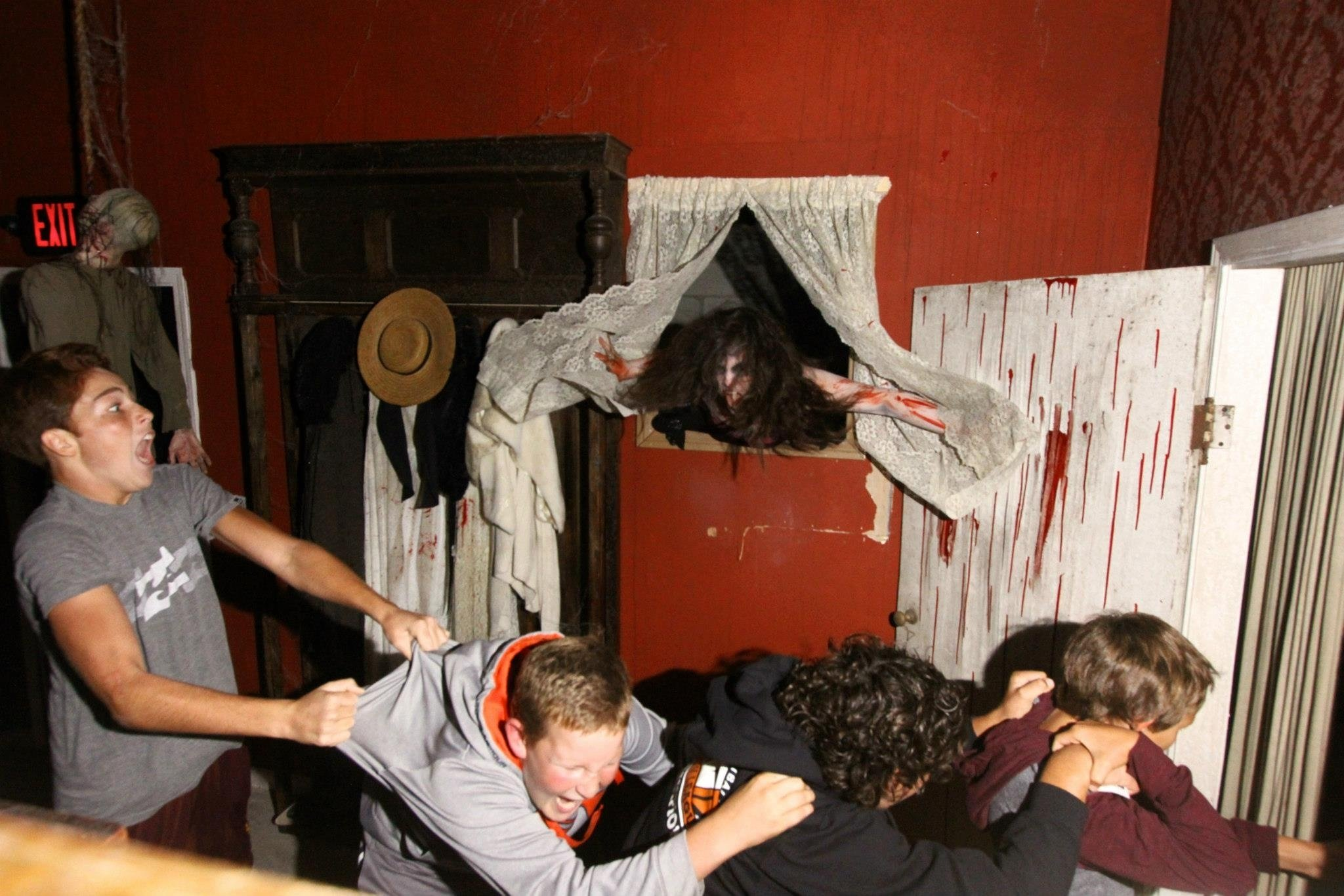 10 Stunning Scary Haunted House Room Ideas