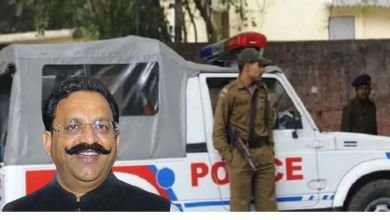 Police leave with a convoy of 20 vehicles to bring Mukhtar to UP