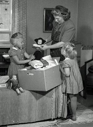 Una familia abre la caja en 1947