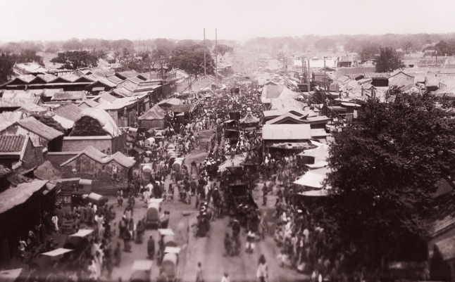 Vista sin fecha de norte de Pekín desde Chongwen Gate. Desde entonces ha sido demolido y ahora es una parada de metro. Foto por Paula von Rosthorn, esposa del primer enviado de Austria-Hungría a China.