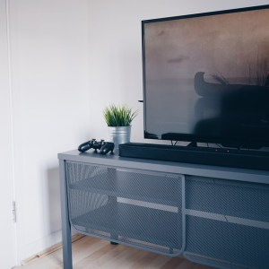 TV on self ready to move a flat screen TV without a box